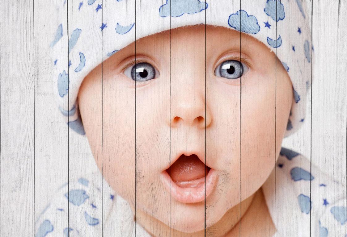 Портрет ребенка на досках